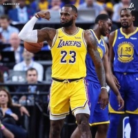 LeBron James hřáč LA Lakers